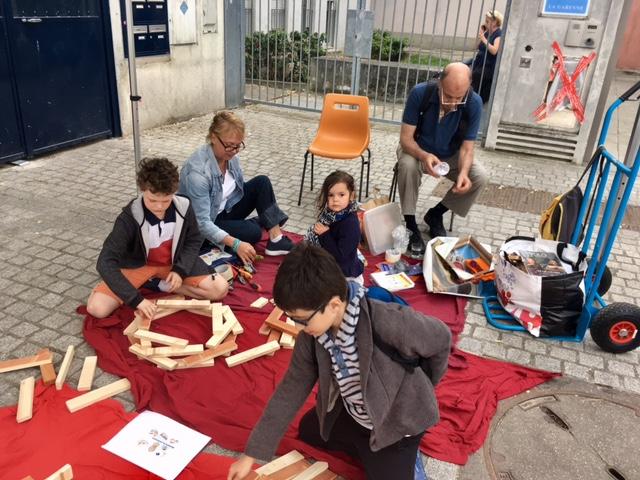 La fête mondiale du jeu, Place de la garenne, samedi 3 juin, un stand construction à la Bricothèque